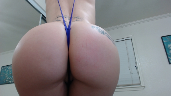 Ass shaking latina in thong - XVIDEOSCOM